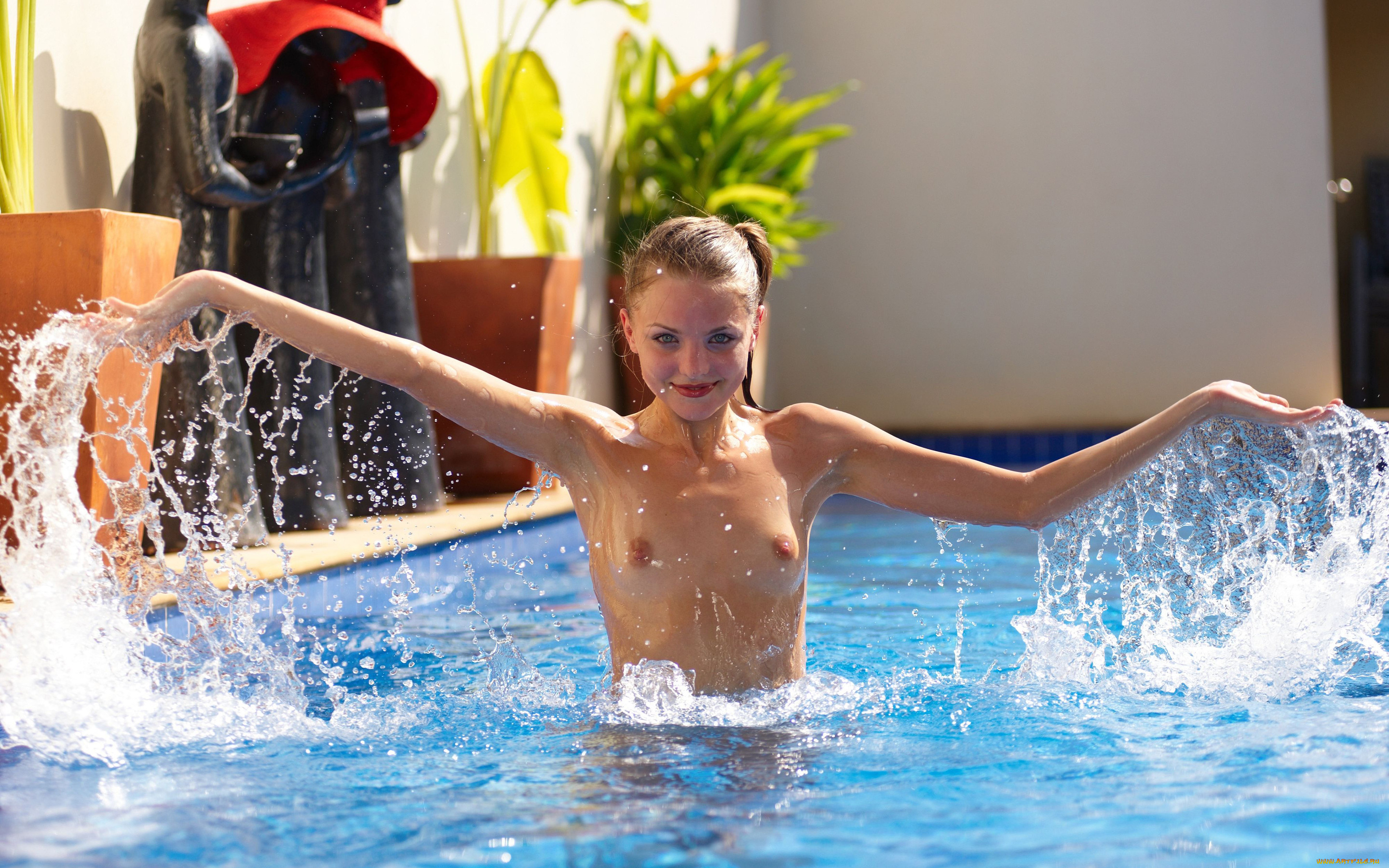 Photos swimming pool topless amateur
